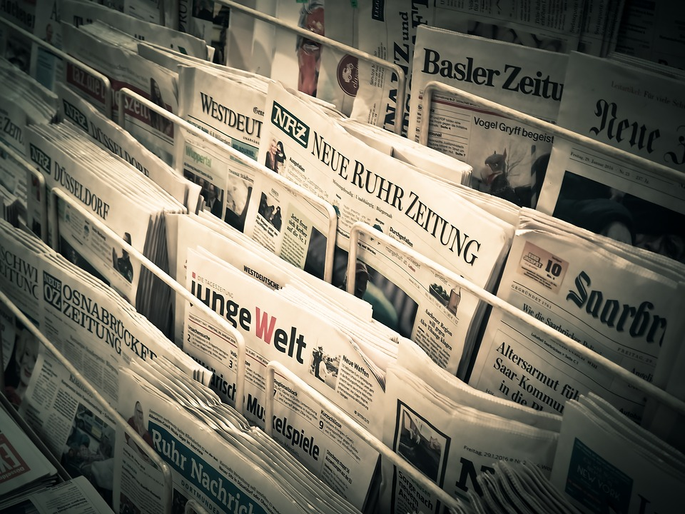 news-newspapers-pile